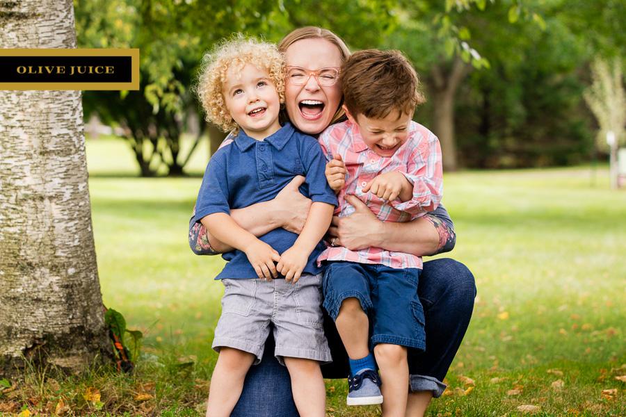 Olive Juice Studios - Rochester Minnesota Family and Newborn Portraits -