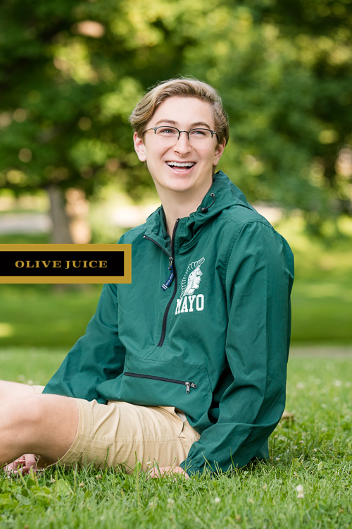 Outdoor senior photographs Rochester Minnesota | Olive Juice Studios  -